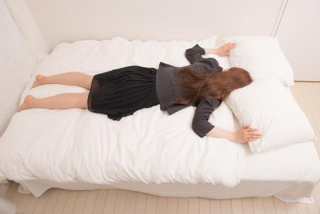 枕の臭いを嗅ぐ