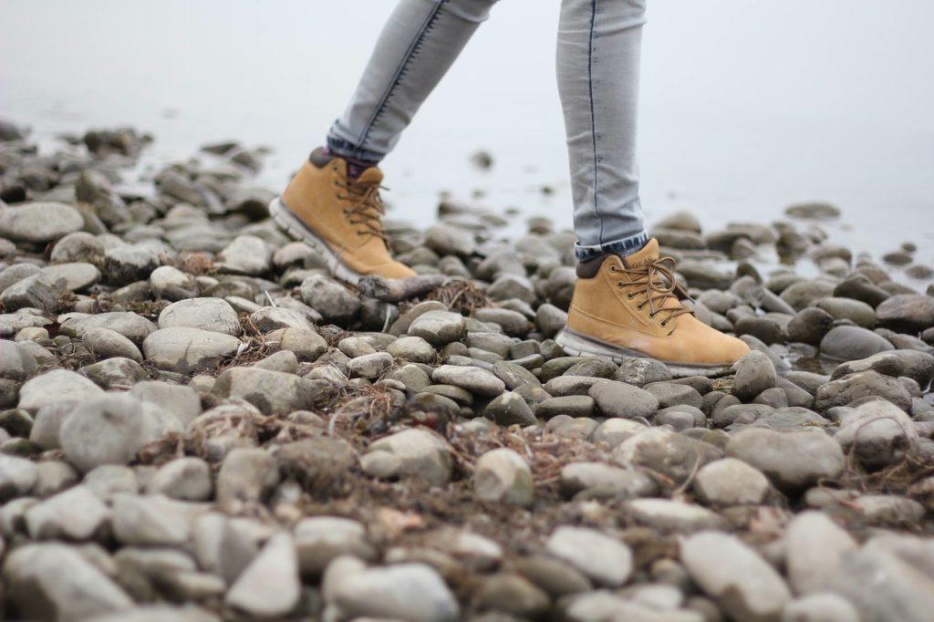 足の臭いは靴から移る