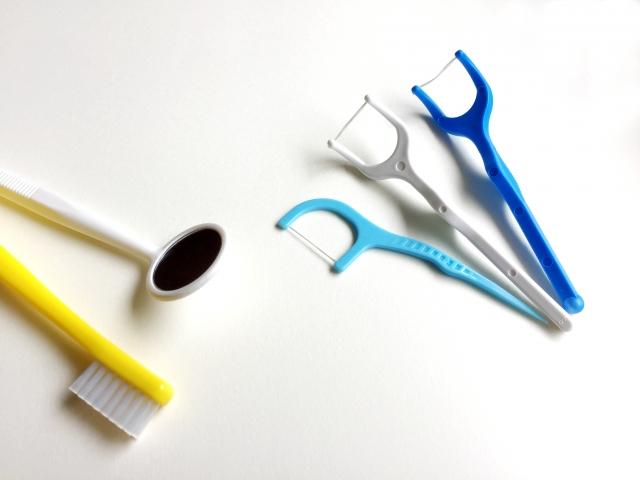 糸ようじや歯間ブラシ