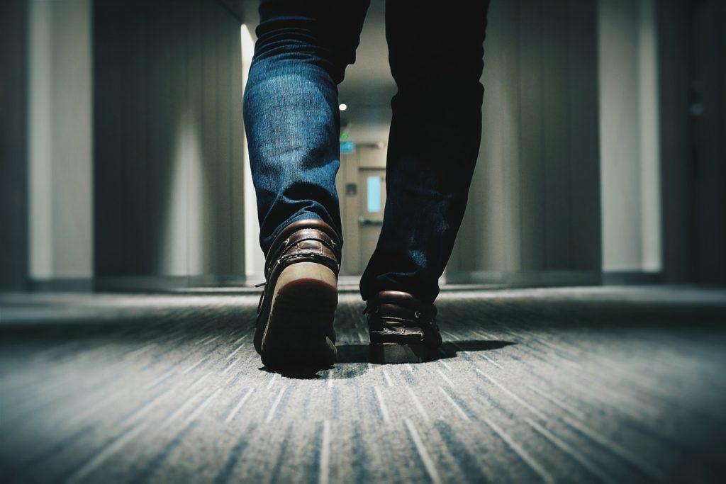 足は出かける前のケアが重要